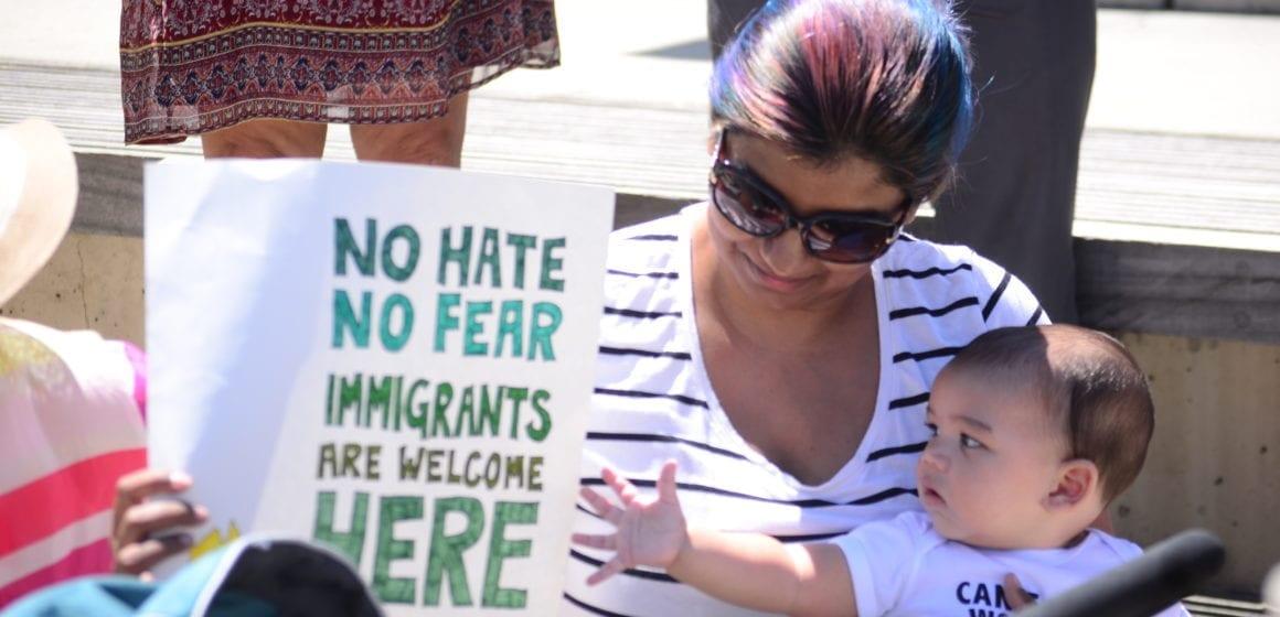 San José: alcalde y jefe de policía en la mira del debate sobre inmigración