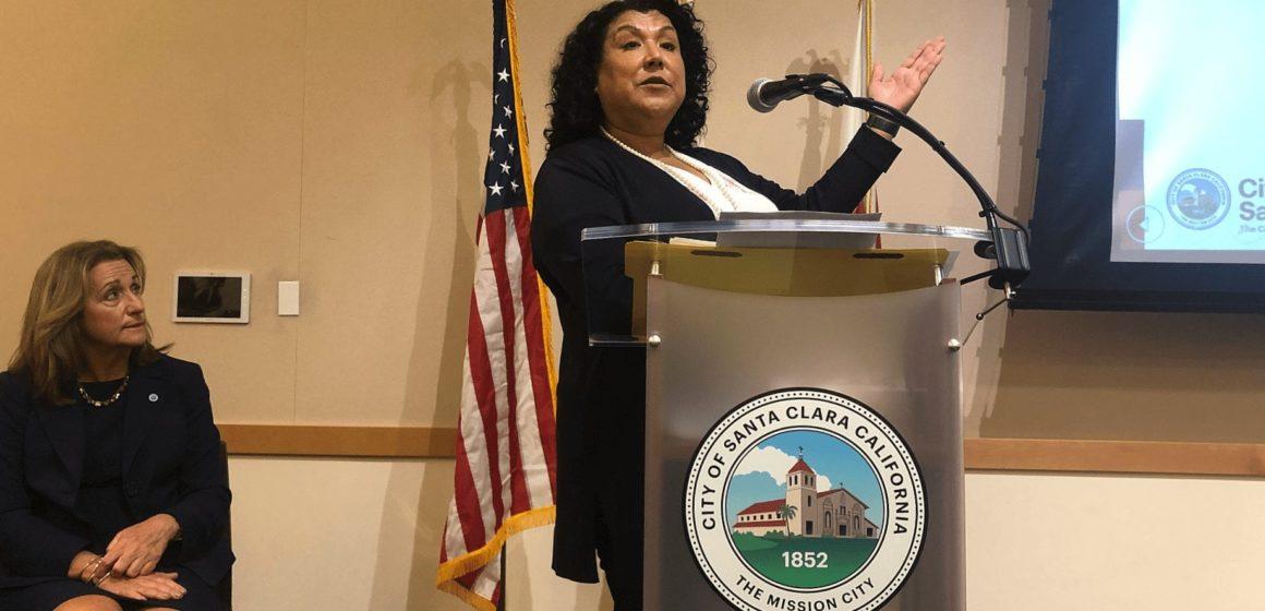 Santa Clara vấp phải luật lệ thành phố với các hợp đồng quan hệ công chúng của Ca sĩ