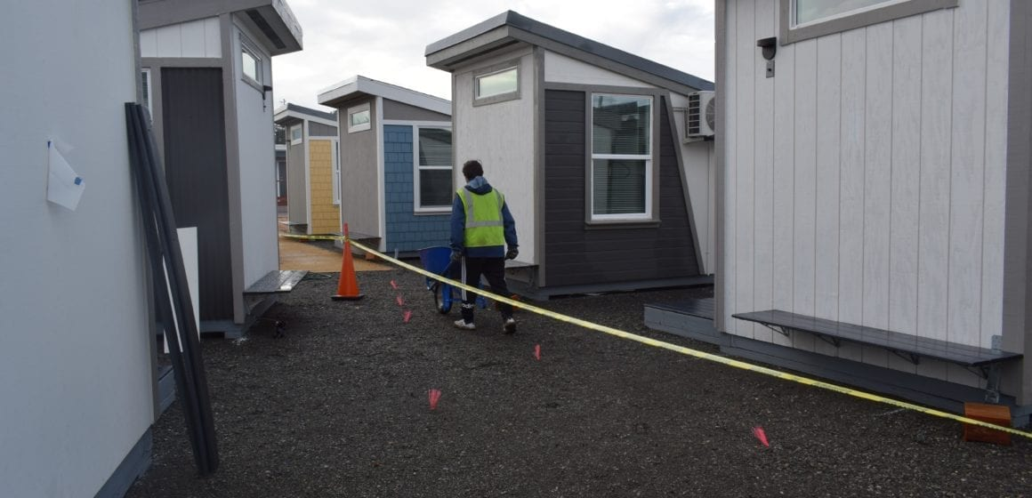 San Jose: Volunteers build tiny homes for homeless ahead of Thanksgiving