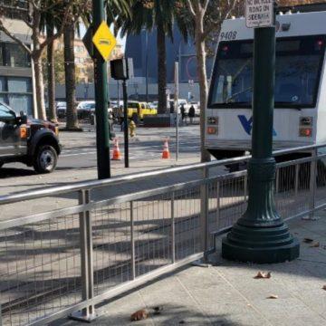 VTA lắp đặt lan can an toàn mới ở trung tâm thành phố San Jose