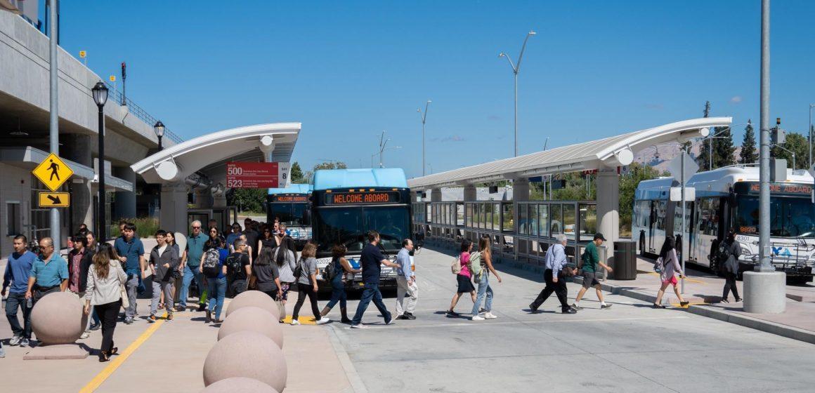 Các trung tâm trung chuyển mới đưa xe buýt và đường sắt nhẹ đến South Bay, dịch vụ BART vẫn bị trì hoãn