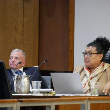 En medio de problemas presupuestarios, Santa Clara gasta mucho en la oficina del administrador de la ciudad