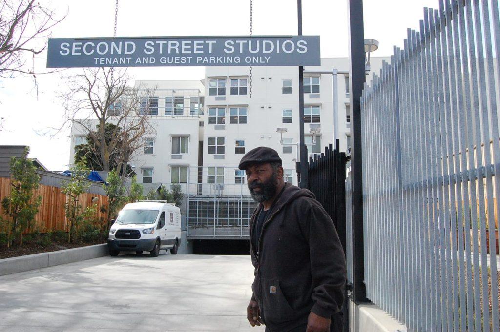 En esta foto de archivo aparece un residente de Second Street Studios, el primer proyecto de vivienda de apoyo permanente de San José.