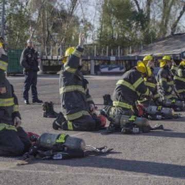 La academia de bomberos de San José capacita a los reclutas para responder al brote de COVID-19