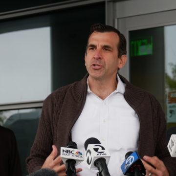El alcalde de San José renueva contrato de seis cifras con el gurú de relaciones públicas de Washington