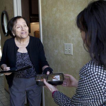 Các tổ chức phi lợi nhuận của Hạt Santa Clara cho biết chương trình Meals on Wheels có nguy cơ