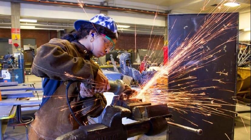 Trường thương mại Thung lũng Silicon đào tạo những công nhân thiết yếu có nguy cơ bị đóng cửa
