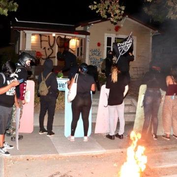 Manifestantes vandalizan la casa del alcalde de San José