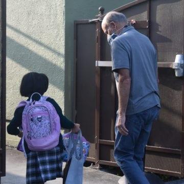 Coronavirus LIVE BLOG: Los funcionarios de educación aconsejan a los estudiantes y al personal que realicen exámenes personales de fiebre
