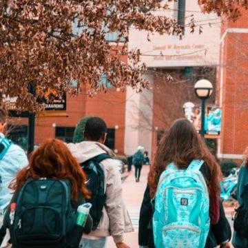 Las víctimas instan a los supervisores a abordar el acoso sexual en las escuelas del condado de Santa Clara