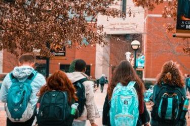 Nạn nhân kêu gọi giám thị giải quyết quấy rối tình dục tại các trường học của Hạt Santa Clara
