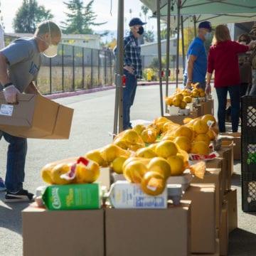 Los bancos de alimentos se preparan para cifras récord este Acción de Gracias en Silicon Valley