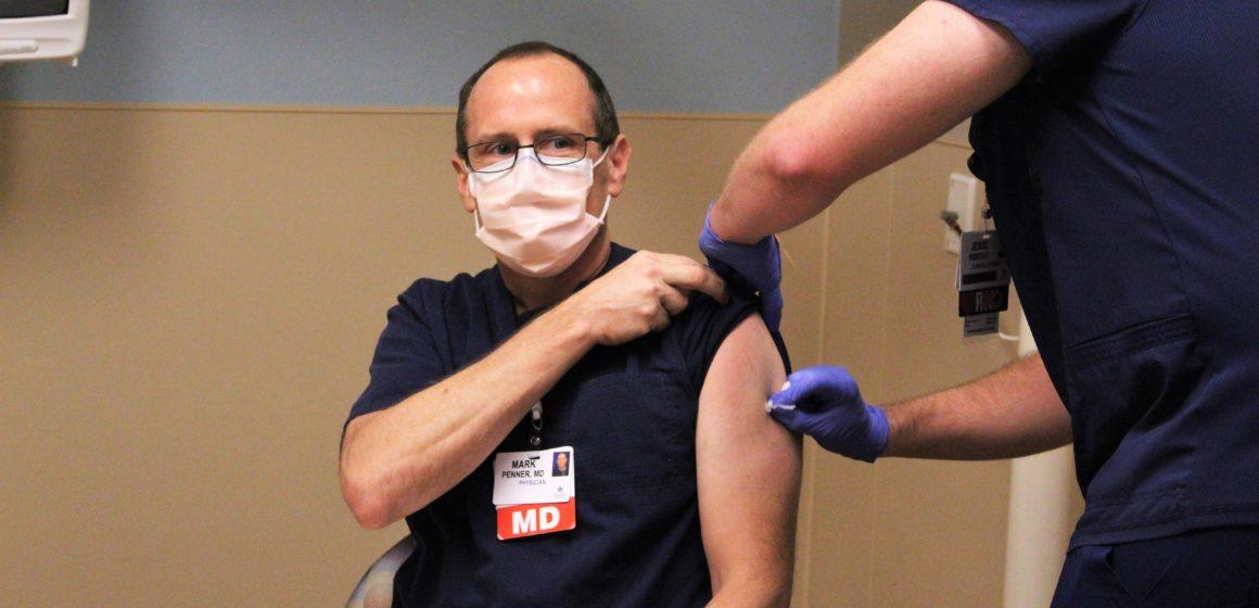El condado de Santa Clara ha administrado menos de la mitad de sus vacunas, culpa a los trabajadores de la salud escépticos