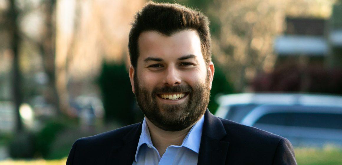 El comisionado de Planificación de San José, Justin Lardinois, se postulará para el Concejo Municipal