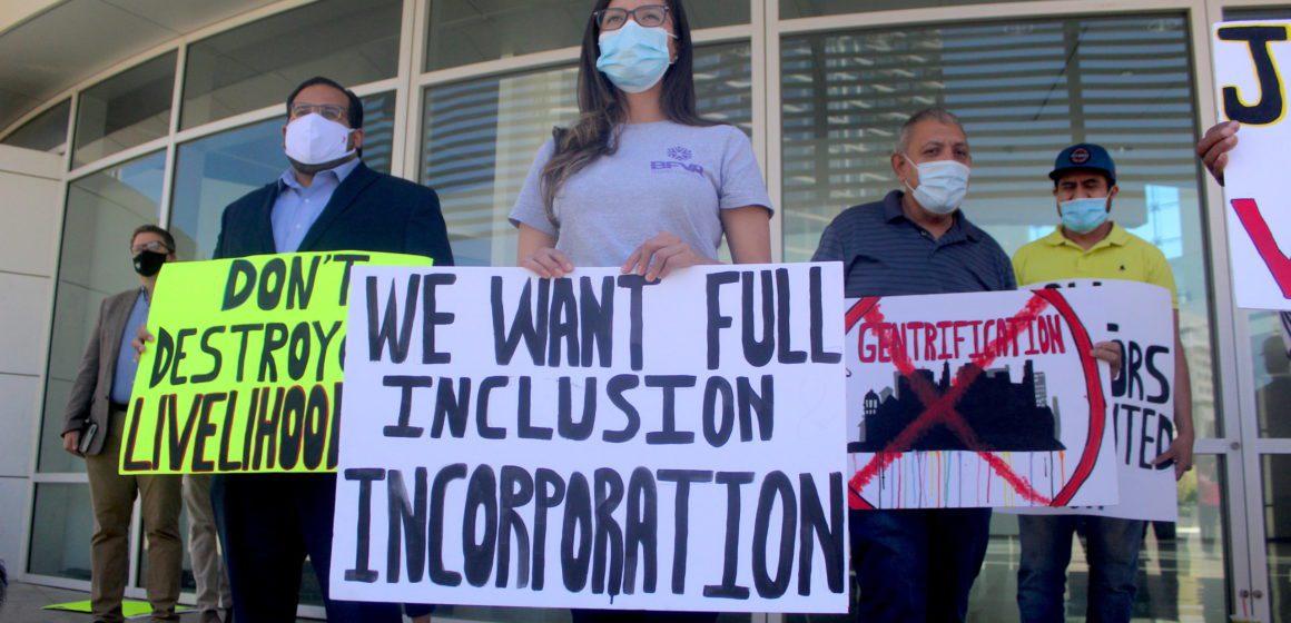 Los vendedores del mercado de pulgas de San José exigen que los legisladores rechacen los planes de desarrollo