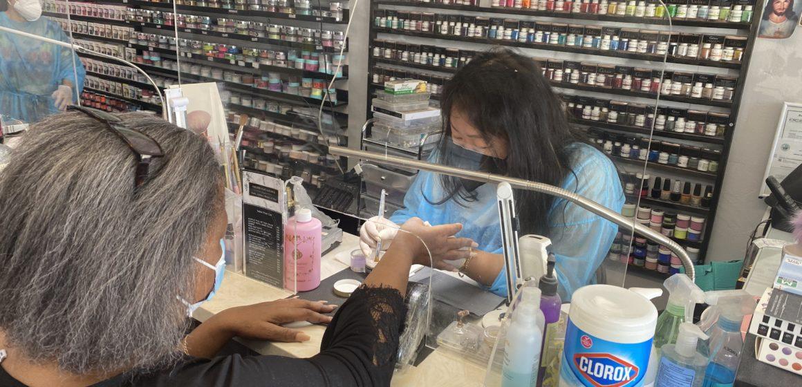 Các tiệm làm móng ở Hạt Santa Clara vẫn quay cuồng vì đại dịch đóng cửa