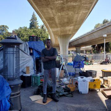 En San José, los servicios de campamentos para personas sin hogar varían según la ubicación