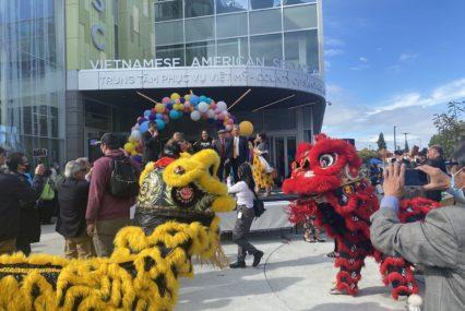 Cientos celebran la apertura del centro de servicio vietnamita en San José